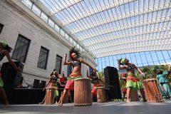Girls play drums in the Atrium of the Cleveland Museum of Art Stock Photo