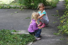 Girls playing outdoors 18551 Royalty Free Stock Photography