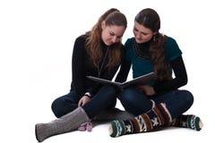 Girls reading Royalty Free Stock Photos