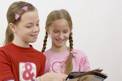 Girls / reading Royalty Free Stock Photos