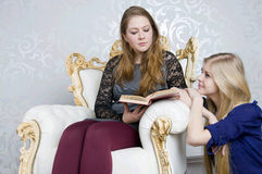 Girls reading Royalty Free Stock Image