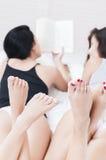 Girls reading in pjamas Stock Photos