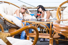 Girls are relaxing in the cafe Royalty Free Stock Photography