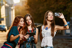 Girls sisters toursits Royalty Free Stock Photography