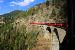 Giro alpino del treno Fotografia Stock Libera da Diritti