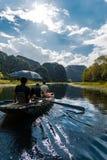 Giro in barca del Vietnam Tam Coc immagine stock