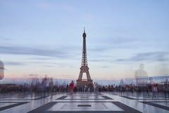 Giro de Eiffel nella sera fotografie stock libere da diritti