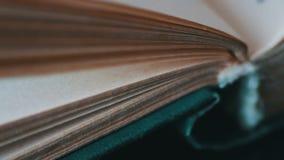 Giro de páginas do livro vídeos de arquivo