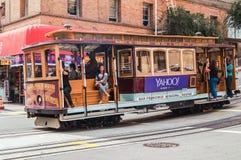 Giro dei passeggeri in una cabina di funivia a San Francisco Fotografia Stock