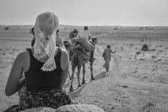 Giro del cammello nel deserto del Ragiastan, India Fotografie Stock
