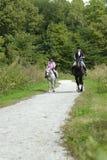 Giro del cavallo della figlia della madre Fotografie Stock Libere da Diritti