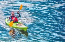 Giro del lago kayak fotografia stock libera da diritti