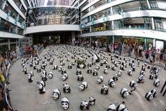 Giro del mondo di 1600 panda in Hong Kong Fotografia Stock