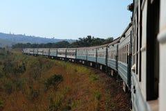 Giro del treno attraverso la campagna Fotografie Stock