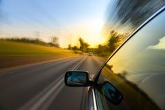 Giro dell'automobile sulla strada Fotografia Stock Libera da Diritti