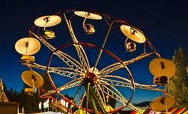 Giro dell'ombrello di tramonto di carnevale fotografia stock