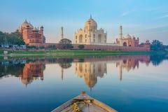 Giro della barca sul fiume di Yamuna vicino a Taj Mahal Fotografie Stock