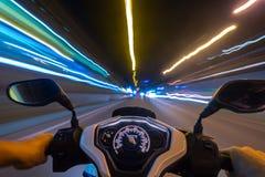 Giro della motocicletta di notte Immagini Stock Libere da Diritti
