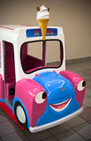 Giro di divertimento del camion del gelato Fotografie Stock Libere da Diritti