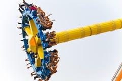 Giro di divertimento dell'attrazione al parco di divertimenti Immagini Stock Libere da Diritti