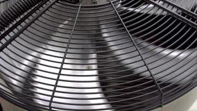 Giro do fã da unidade do condicionador de ar Close-up 4K video estoque