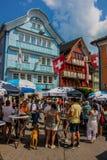 Giro esplorativo attraverso la bella città di Appenzell, Svizzera, fotografie stock libere da diritti