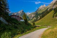 Giro esplorativo attraverso la bella regione montana di Appenzell immagini stock