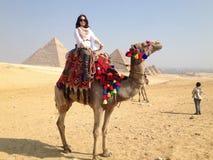 Giro magico del cammello nel deserto Immagini Stock