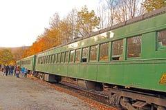 Giro verde del treno del fogliame di caduta dell'aletta di filatoio della montagna, Ludlow, VT Fotografie Stock