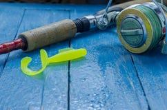 Giro y cebo suave para pescar Descensos del agua Fondo decorativo foto de archivo libre de regalías