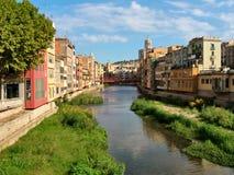 Girona, casas, río, puente, ventanas Imágenes de archivo libres de regalías