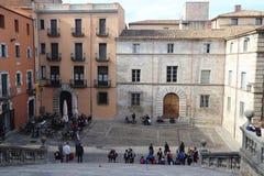 GIRONA CATALONIA/SPANIEN - November 1, 2017: Sikt av det gammalt till arkivbild