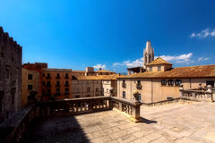 GIRONA, ESPANHA - EM MAIO DE 2016: Vista de Girona - catedral gótico em G Imagens de Stock