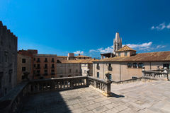 GIRONA, ESPANHA - EM MAIO DE 2016: Vista de Girona - catedral gótico em G Foto de Stock