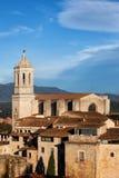 Girona gammal stad med domkyrkan Arkivfoto