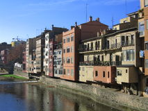 girona houses floden Arkivbilder