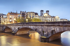 Girona y su Pont de Pedra Foto de archivo
