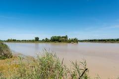 Gironde bred flodmynning, Frankrike Sikt på floden Garonne Royaltyfri Bild