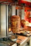 Giros, tradycyjny orientalny mięso przy grillem zdjęcia stock