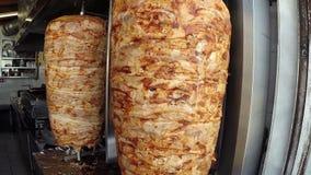 Giroscópios da grade da galinha e da carne de porco video estoque