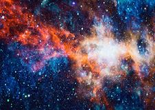 Gisement d'étoile dans l'espace lointain beaucoup d'années lumière loin de la terre Éléments de cette image meublés par la NASA Photographie stock