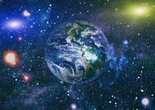 Gisement d'étoile montrant le ciel nocturne avec les étoiles et la nébuleuse vue de vecteur d'espace d'illustration de la terre É illustration de vecteur