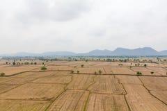 Gisement de riz de paysage à la campagne Kanchanaburi Thaïlande Images stock