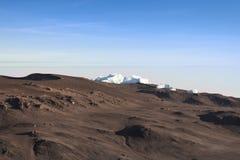 Gisements de glace de support Kilimanjaro visualisés à l'aube Images libres de droits