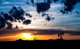 Gisements de pétrole de lever de soleil Photos libres de droits
