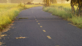 Gisements et lever de soleil de route Image libre de droits