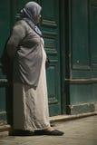 Gitan sur le trottoir Image stock