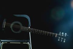 Gitara Akustyczna w czerni Zdjęcia Stock