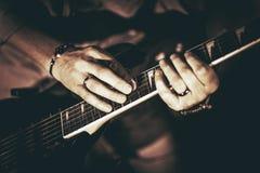 gitara elektryczna grać Obraz Royalty Free
