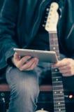 Gitara elektryczna z białą pastylką Obraz Stock